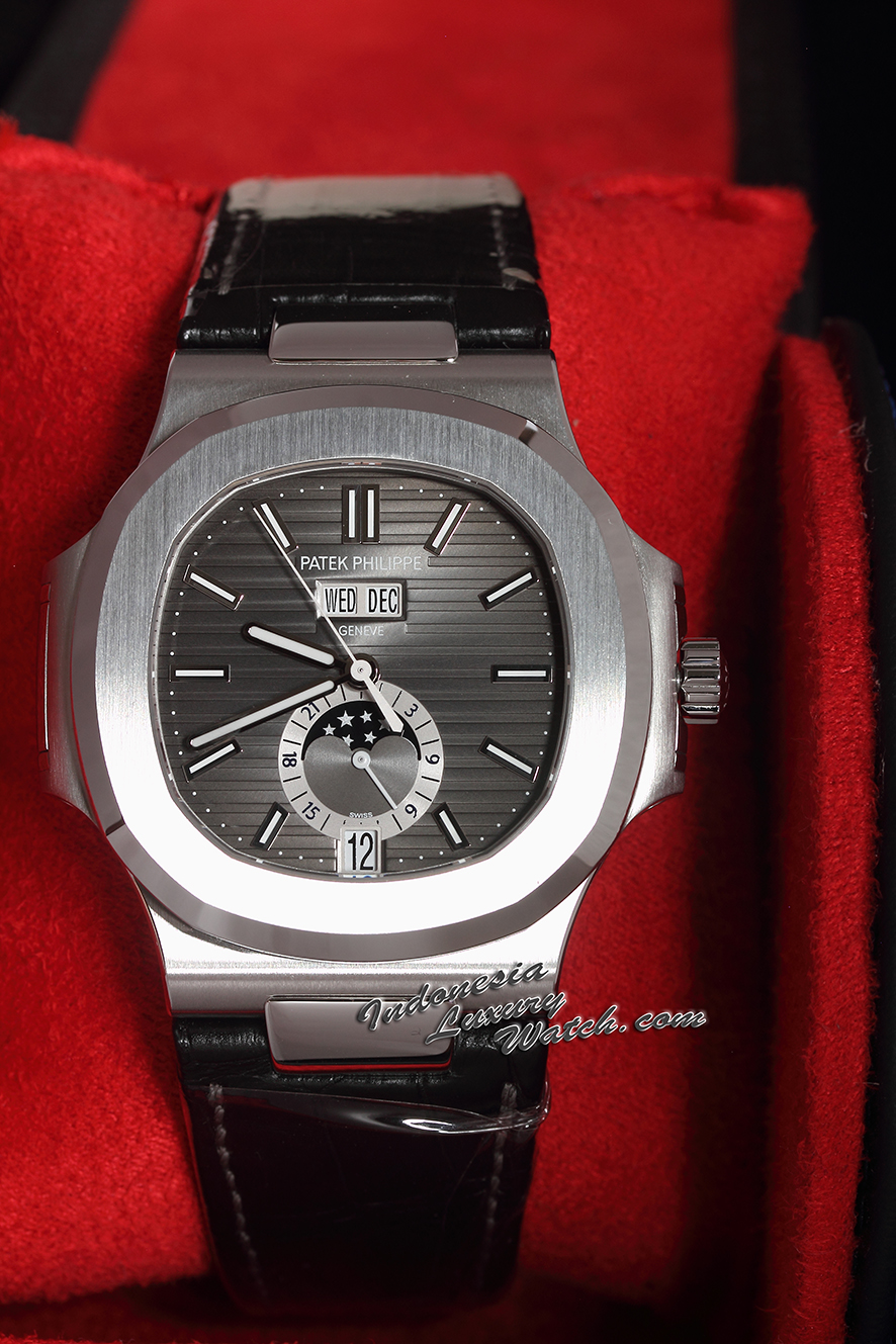 Patek Philippe Nautilus 5726 Stainless Steel Leather Strap 5726A-001