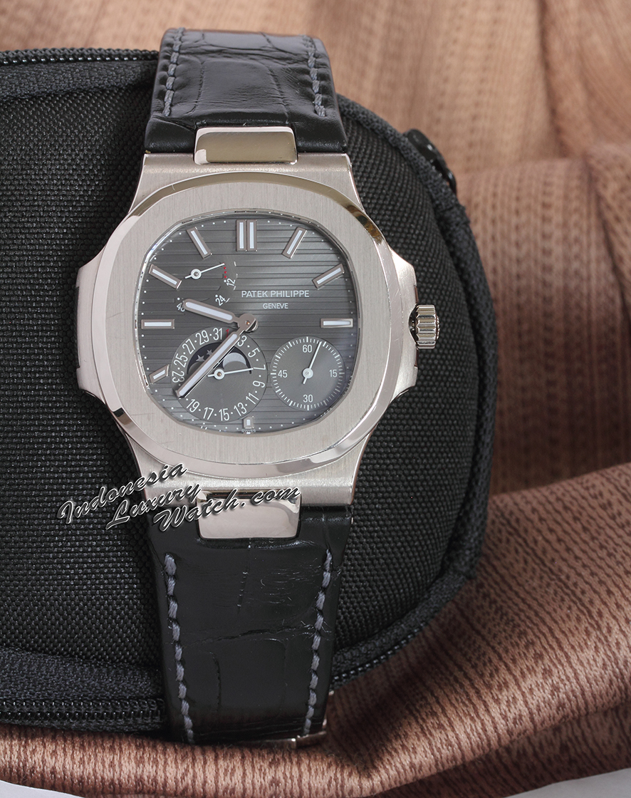 PATEK PHILIPPE Nautilus 5712G (White Gold) – Used Condition