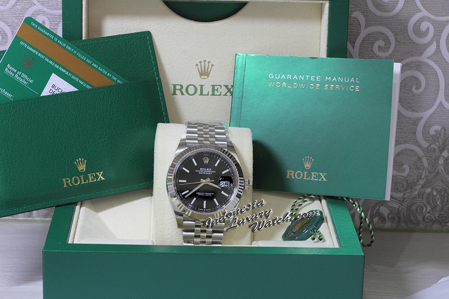 Rolex Datejust 126334 – 41mm – Black Dial – Jubilee – Fluted Bezel